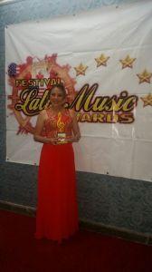 gladys-flores-entrega-latin-music-awards-2-1